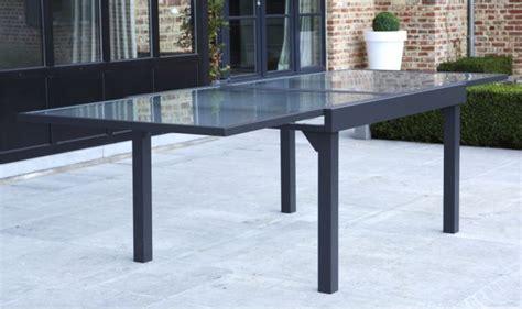 grande table de jardin extensible grise et plateau en