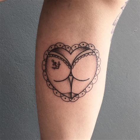 heart tattoo on butt you seen these mind blowing blackwork tattoos