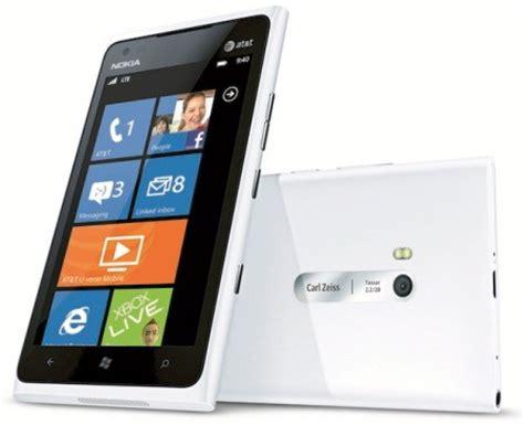 White Nokha look glossy white at t nokia lumia 900 windows