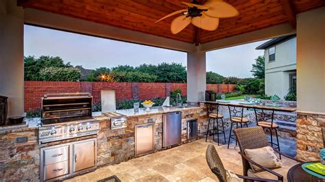 ideas for outdoor kitchen 10 outdoor kitchen ideas creekstone outdoor living