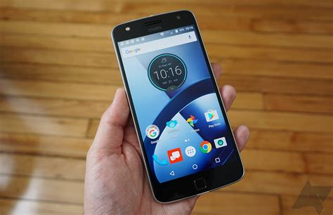 erafone moto z play motorola rolling out android 7 1 1 to the moto z play