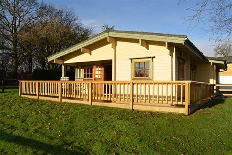 Log Cabins With Tubs In Loch Lomond by Loch Lomond Luxury Log Cabin With Stove And Wifi