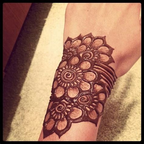 tattoo hand bracelet henna quick stylish mehandi wrist tattoos