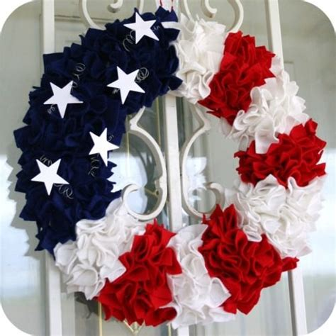 How To Make Mesh Wreaths For Front Door 96 Beautiful Wreaths To Make Free Patterns Tip Junkie