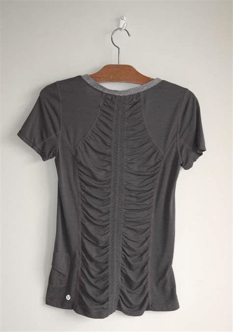 Tshirt Geeeight Gray Lulu lululemon gray sleeve silverescent running charcoal shirt