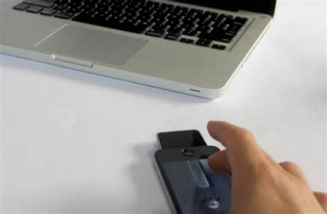 Ces 2007 Phone Mouse by Ces 2013 Mauz Iti Transforma Iphone Ul Intr Un Mouse Ce