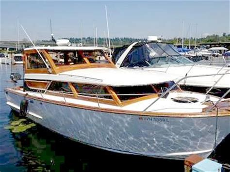 owens classic gorgeous  foot cabin cruiser