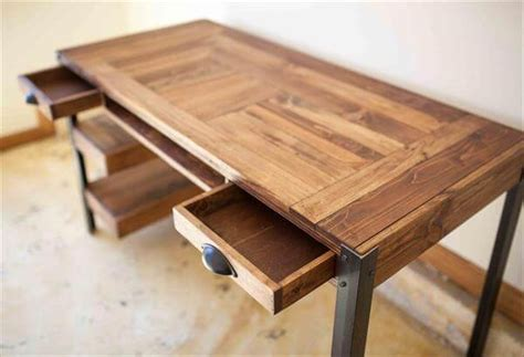 Reclaimed Wood Desk Diy Pallet Desk With Drawers And Shelves Pallet Furniture Diy
