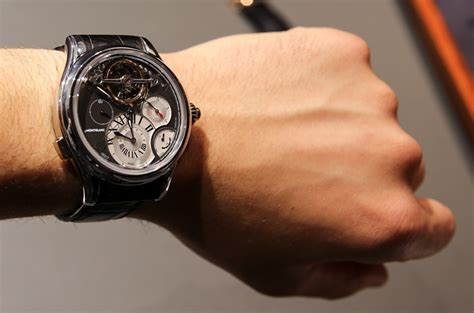Harga Jam Tangan Montblanc 1858 why the wrist is worn mostly on the left