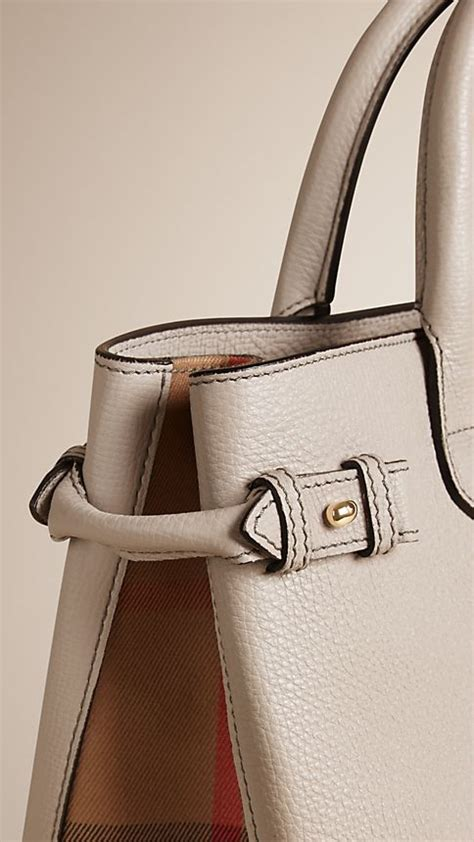Burberry Banner Original Leather 34 25 16cm Rp 2900000 light grey melange the medium banner in leather and house check image 7