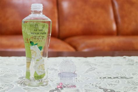 Pelembab Sariayu Mawar segarkan wajah dengan air sari mawar putih mustika ratu