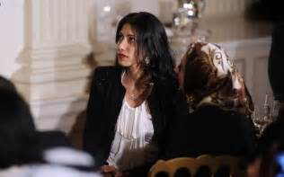 Vanity Fair Huma Abedin What Does The Upcoming Weiner Documentary For