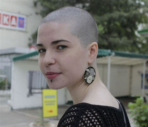 completely bald women girls who shave their heads