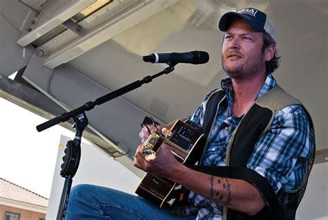 blake shelton kinnick stadium concert blake shelton to headline back porch revival concert at