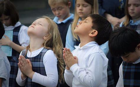 imagenes niños orando jesus la onu dice que llevar a los ni 241 os a la iglesia viola sus