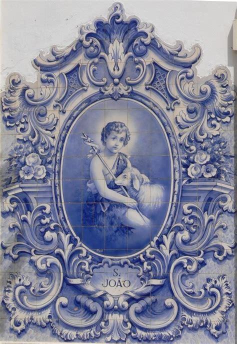 azulejo joli joli decor en azulejos avec enfant au centre et arabesque