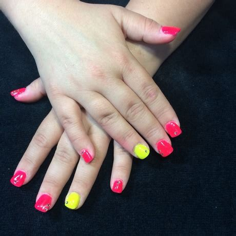 ongle fluo