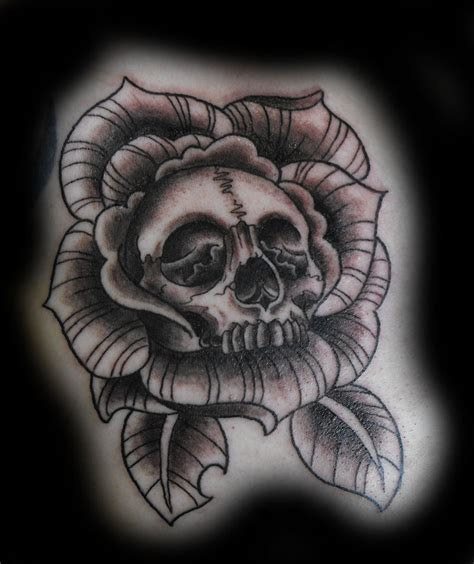 skull and crossbones tattoo designs skull crossbones designs images