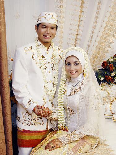 pernikahan teraneh  dunia   spot  kejadian