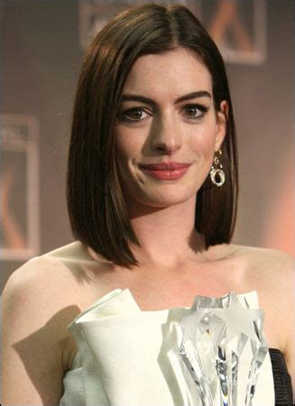 ive been sporting the same hairstyle 25 best ideas about anne hathaway haircut on pinterest