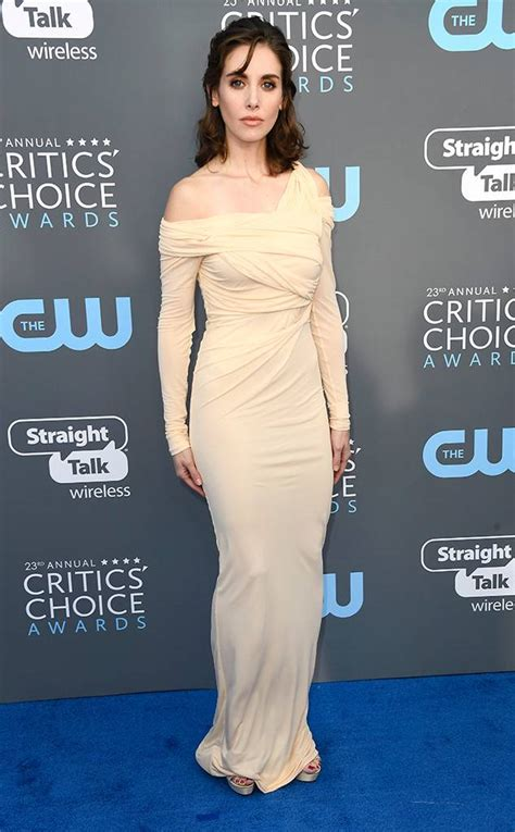 Critics Choice Awards 2018 Nominados Alison Brie From 2018 Critics Choice Awards Carpet Fashion E News
