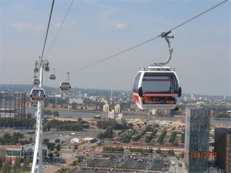 emirates greenwich peninsula a cable car picture of emirates air line cable car