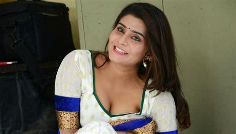 kerala aunties removing dress doodhwali kerala mallu unsatisifed cheating aunty harini