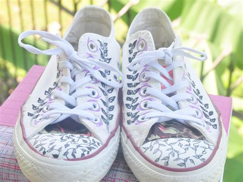 How To Decorate Your Converse by How To Decorate Canvas Shoes With Markers 8 Steps With