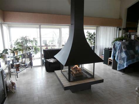 cheminee contemporaine suspendue cheminee suspendue foyer ferme