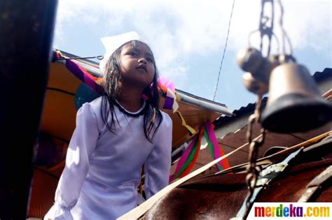 Rambut Gimbal Di Jogja foto kisah ruwatan potong rambut 7 anak gimbal di pegunungan dieng merdeka