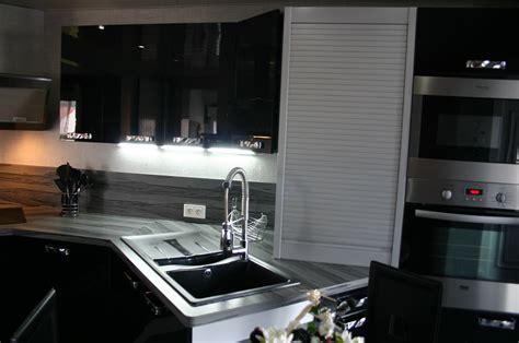 meuble cuisine laqué noir cuisine americaine noir et blanc