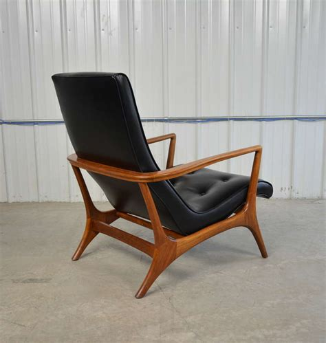 Leather Chair Mid Century Modern by Mid Century Modern Walnut And Leather Lounge Chair At 1stdibs