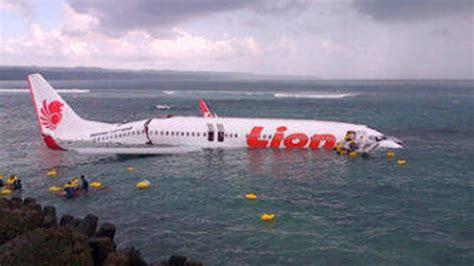 airasia jatuh 2017 lion air plane crashes in bali borneopost online