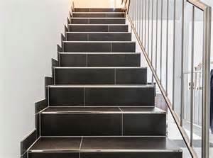 treppe gefliest geflieste treppen treppenstufen in feinsteinzeug