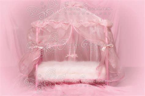 bett hintergrund newborn canopy bed closeup pink background