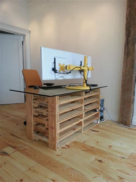 Diy Reception Desk Pallet Desk With Drawers And Shelves Diy Pallet Reception Desk Diy Mesas E Bancadas De