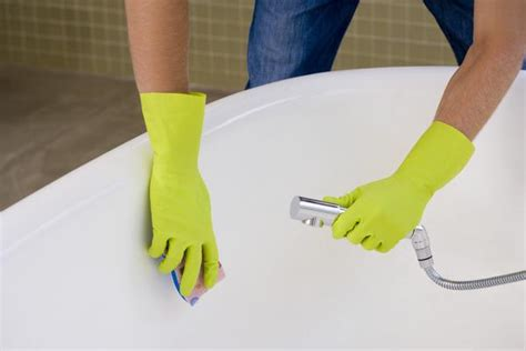 cleaning the bathtub bathroom clean bath gloves green how to clean a bathtub