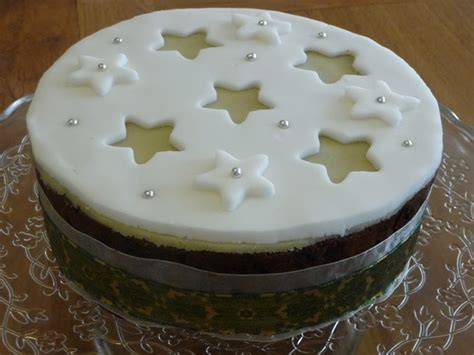 review waitrose christmas cake kit   decorating inspiration updated  graphic