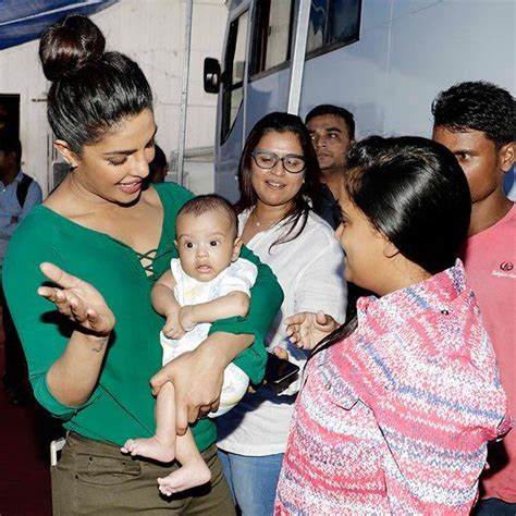 priyanka chopra charity work بالصور ردة فعل بريانكا شوبرا عند لقاء أهيل مجلة سيدتي