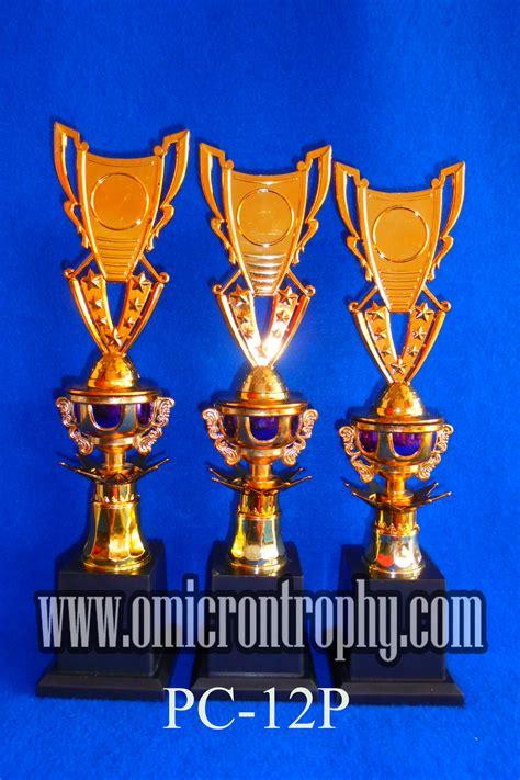 Piala Trophy Kaki 2 Bagus Dan Murah produsen trophy plastik surabaya omicron trophy