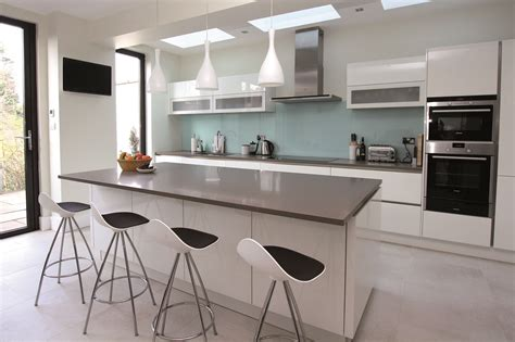 modern aquarium kitchen with a strong visual impact by 10 reasons to love kitchen islands