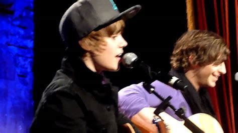 justin bieber favorite girl in concert justin bieber favorite girl concert priv 233 paris youtube
