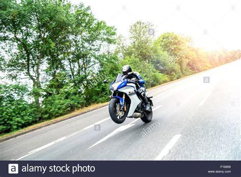 Motorrad Haarnadelkurven Fahren by Wheelie Motorcycle Stockfotos Wheelie Motorcycle Bilder