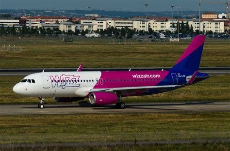wizz air cabin file wzz a320 ha lys 30jun15 lfbo 2 jpg wikimedia commons