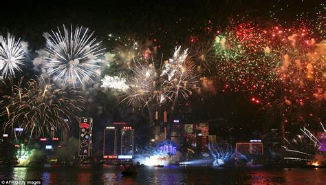 new year fireworks display hong kong 2015 sydney kicks new year celebrations with seven tonnes
