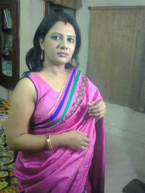 hot indian aunties photos saree pics mallu aunties picture real hot aunty in saree with sleeveless blouse real life