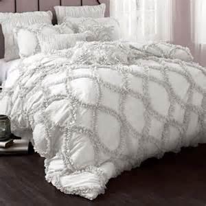 ruffled white bedding best 25 white ruffle bedding ideas on pinterest vintage