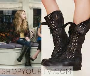 shoes lizzy wears in blacklist season2 shopyourtv the blacklist season 2 episode 1 elizabeth s
