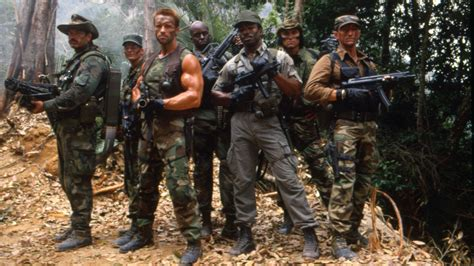 aktor film predator new predator by iron man 3 director shane black in the