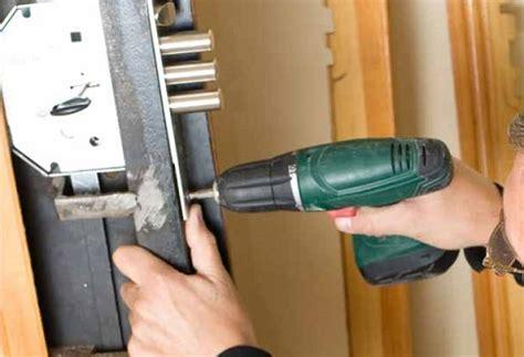 cambiare serratura porta blindata prezzo cambio serratura porta blindata cambio serratura